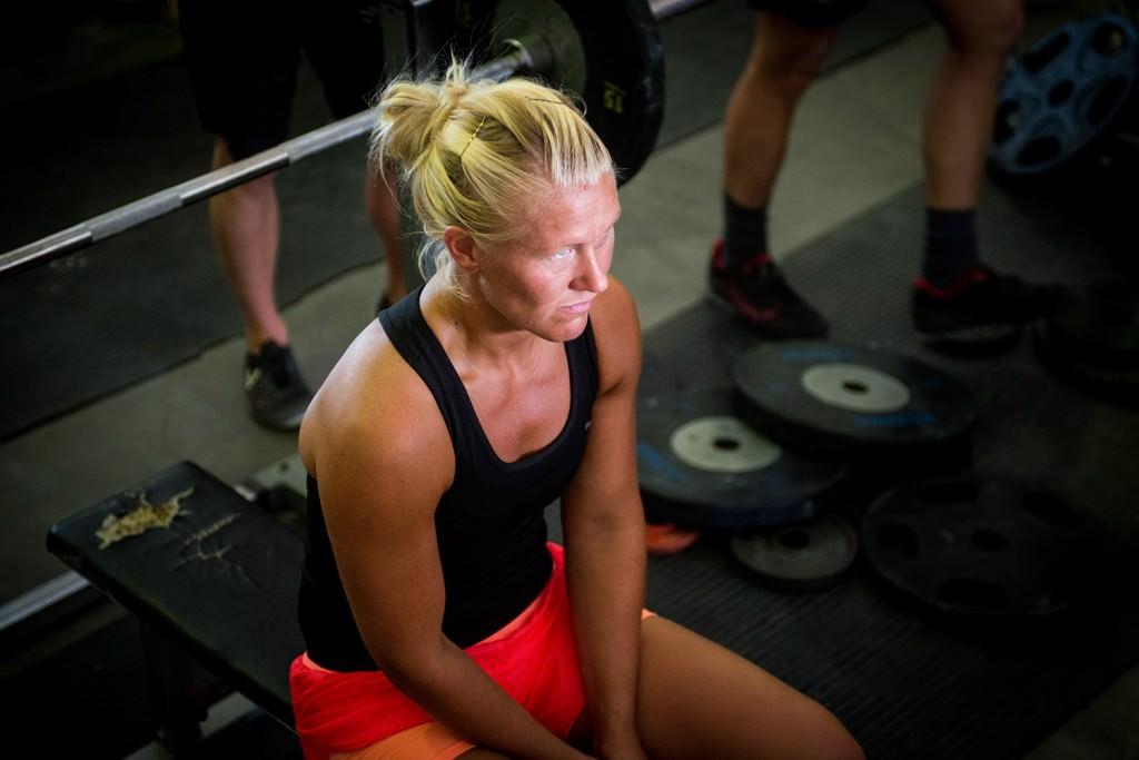 Petra Rumell är fokuserad inför ett av sina första lyft. Foto: Anna Lindh/Försvarsmakten