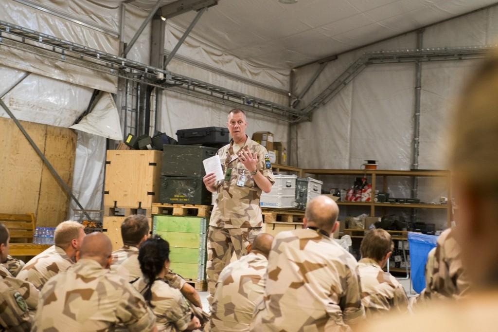 Brigadgeneralen tog upp fem punkter på personalsamlingen. Kommentarer på insatsen i Afghanistan samt om framtiden i Afghanistan, omvärldsläget i övrigt, försvarsbeslut och slutligen hur insatsen i Mali påbörjats och planeras fortsätta. Foto: Carl Mårtensson/Försvarsmakten