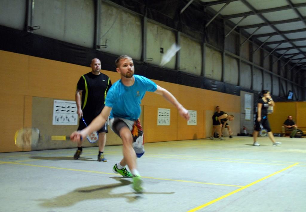 Johan Helgesson och Daniel Andersson under badmintonturneringsspel. Foto: Sofia Svensson/Försvarsmakten