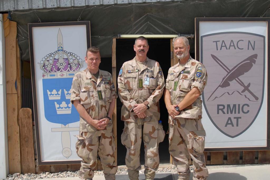 Chefen FS 30, överste Koski, tillsammans med chefen FS 29, överste Ohlson och major Larböl från ATS. Foto: Ida-Maria Martinsson/Försvarsmakten