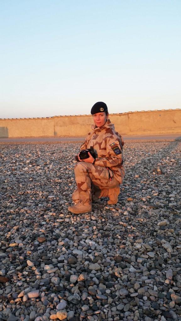 Ida-Maria säger tack och önskar FS 30 lycka till. Foto: Försvarsmakten