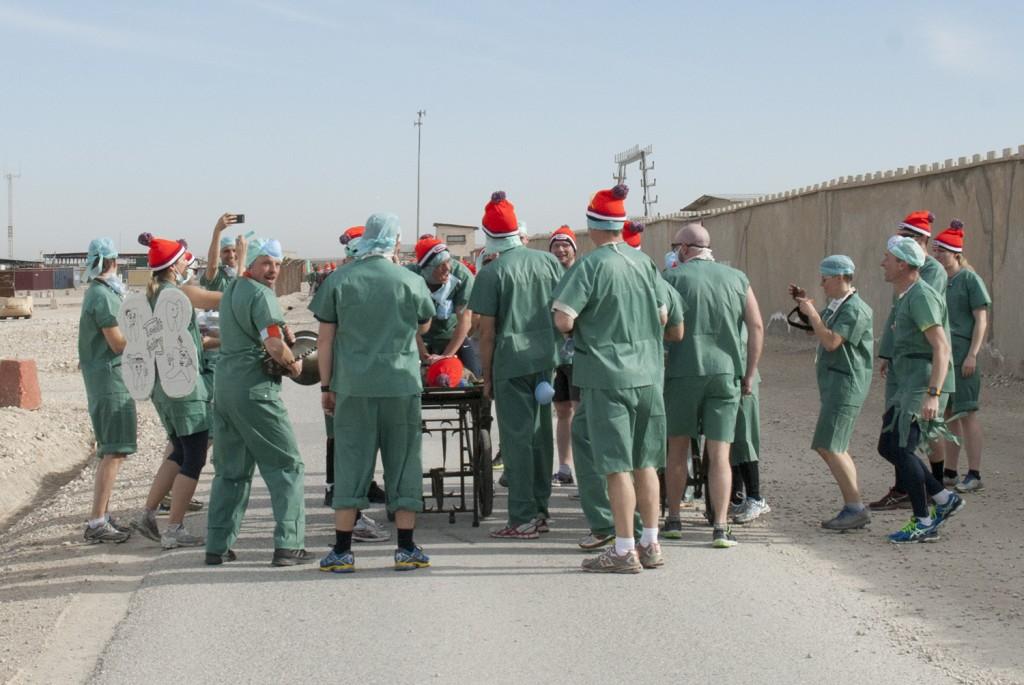Roligast var laget frå det tyska sjukhuset som under loppet stannade upp och sjungandes till Stayíng alive gjorde HLR på medförd docka! Foto:Försvarsmakten/Carin Bergensten