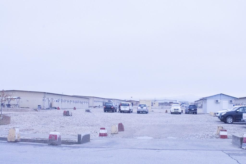 När det är grått ser det riktigt tråkigt ut här och inte en skymt syns av bergen. Foto: Försvarsmakten/Carin Bergensten