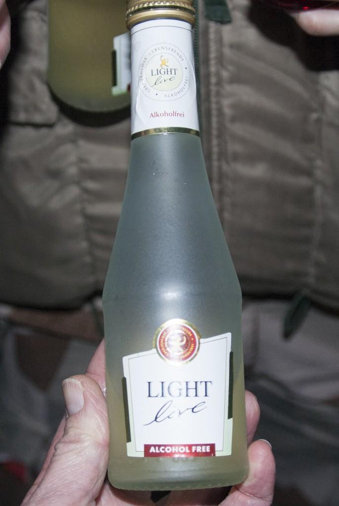 Mousserande vin, alkohofritt såklart! Foto:Försvarsmakten/Carin Bergensten