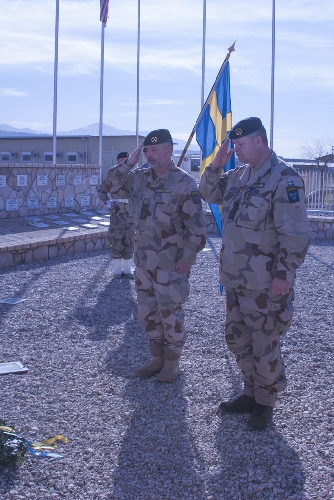 Efter kransnedläggningen hölls en tyst minut. Foto: Försvarsmakten/Carin Bergensten