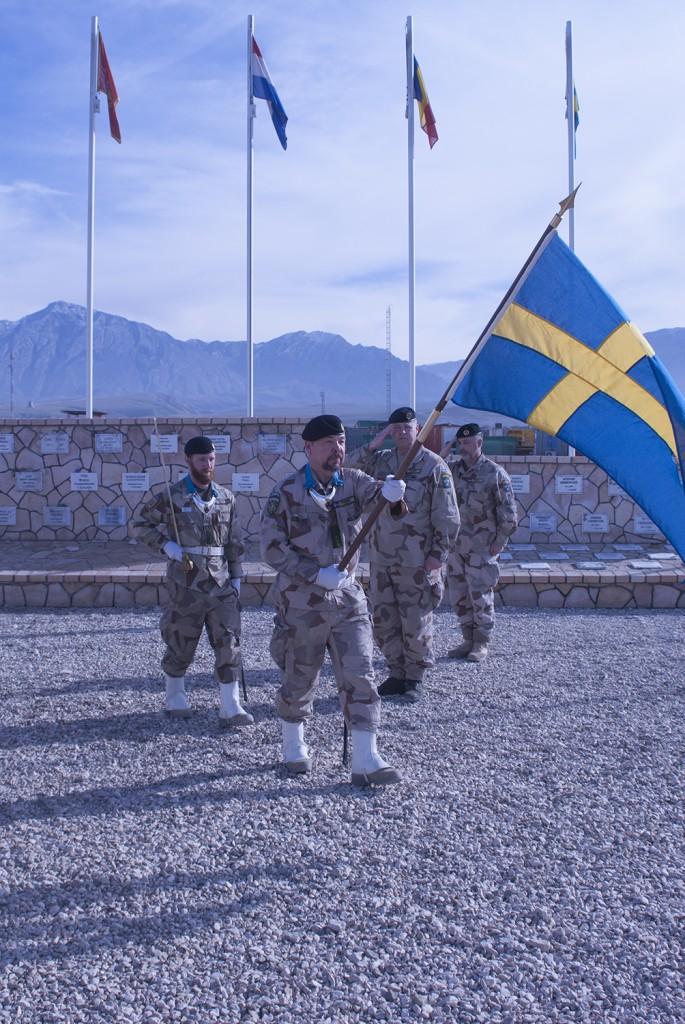 Fanvakten avmarscherar. Foto: Försvarsmakten/Carin Bergensten