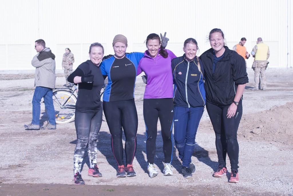Det glada laget efter målgång. Foto: Försvarsmakten/Carin Bergensten