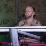 Kristian på keyboard.Foto: Försvarsmakten/Carin Bergensten
