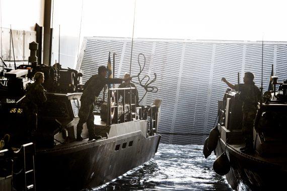 Stridsbåtar dockar Johan de Witt