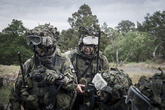 Finska soldater under ordergivning.