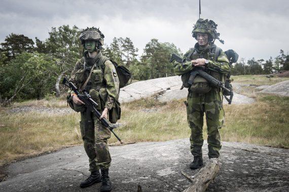 Svensk signalist integrerad i Finsk skyttegrupp.