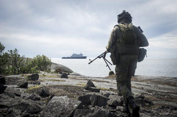 Finsk skyttegrupp utgör flankskydd.