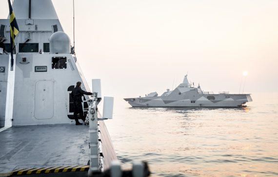 Vy från HMS Nyköping med HMS Visby i bakgrunden.