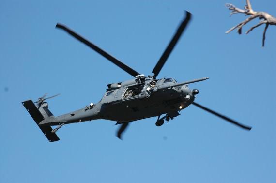 HH60 Pave Hawk på väg in för att evakuera skadade