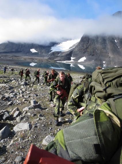 På väg upp mot Kaskasatjåkka (2076 m ö.h.)