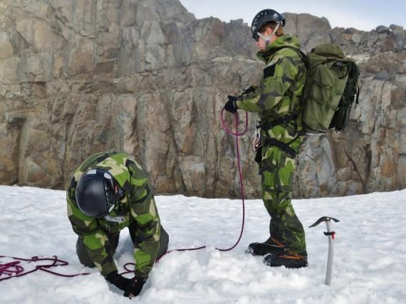 Skapande av snöankare för att genomför räddning ur glaciärspricka