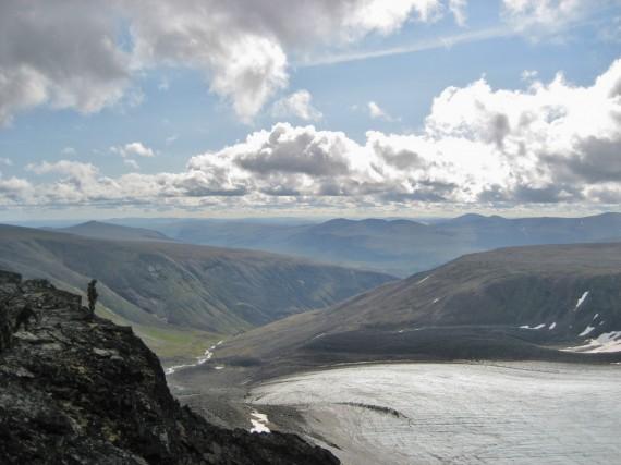 Från Södra Klippberget ses bland annat Storglaciären, Tarfaladalen och Kebnetjåkka-platån.