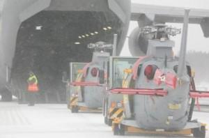 Helikopter 15 på väg in i en C-17.