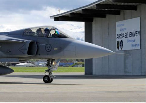Gripen anländer till Emmen Airbase i Schweiz. (Foto: Peter Liander, Saab)
