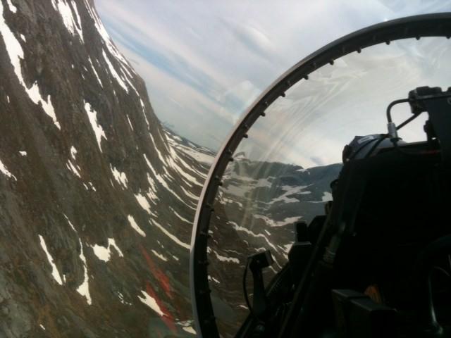 Utsikt från baksitsen i en F-16 .