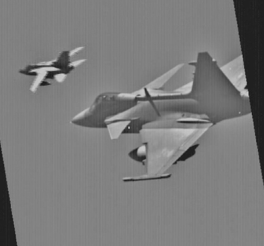 Bild från LDP bilden visar en svensk pilot som genomför identifiering av ett flygplan