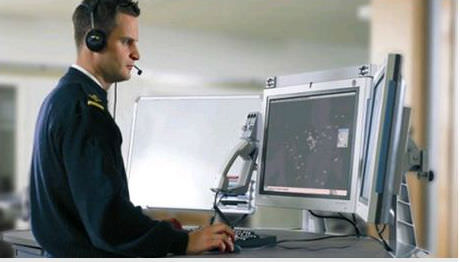 Flygstridsledaren vid sin arbetsstation.
