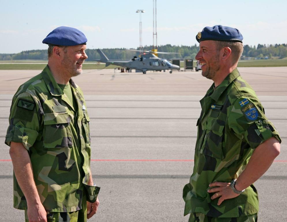 Magnus Westerlund har nu lämnat över till den nya Flottiljchefen överste Peder Söderström, till höger i bild.