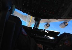 """I """"contact position"""" med en amerikansk KC-135 Stratotanker någonstans över Texas."""