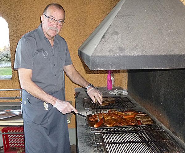 Christer Olofsson ordnade grillmat till de baltiska gästerna