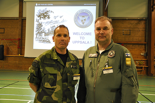 Brigadgeneral Gabor Nagy, tillsammans med sin ställföreträdare, överste Pasi Jokinen från Finska flygvapnet.