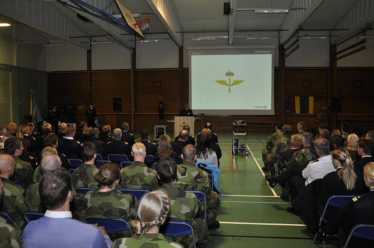 Ett stort antal medarbetare träffade sin nya flygvapenchef i idrottshallen på Uppsala garnison