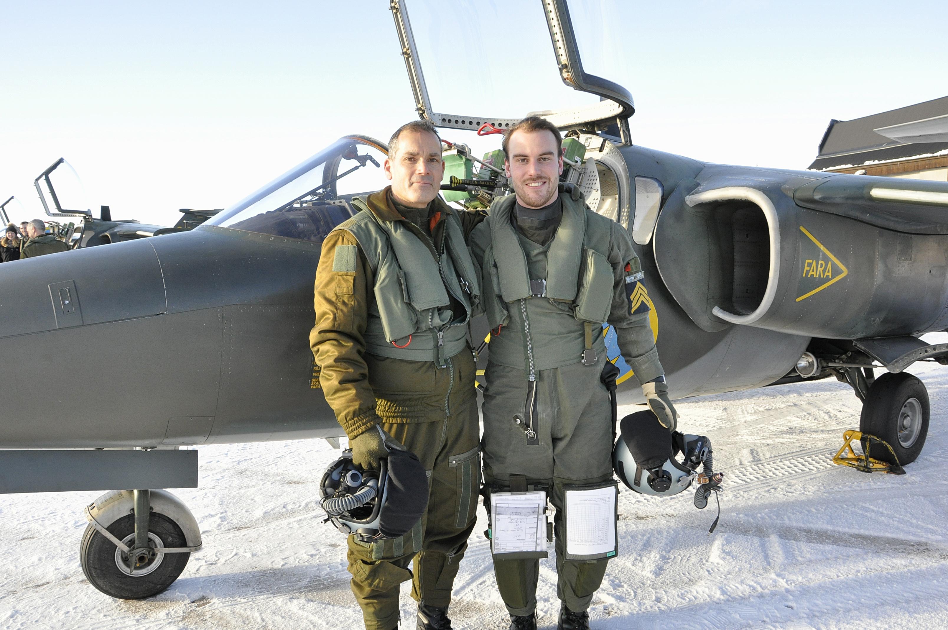 Kadett Christoffer Lundgren flög tillsammans med flygtaktisk chef, brigadgeneral Gabor Nagy.