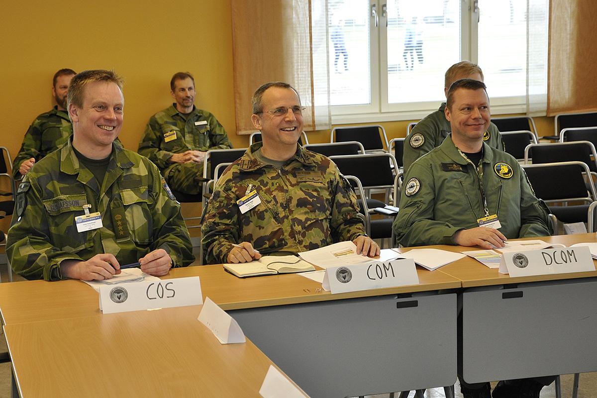 Ledningen för den övade staben i Uppsala. Överste Peter Gustafsson, brigadgeneral Werner Epper och överste Kimmo Hyvärinen.