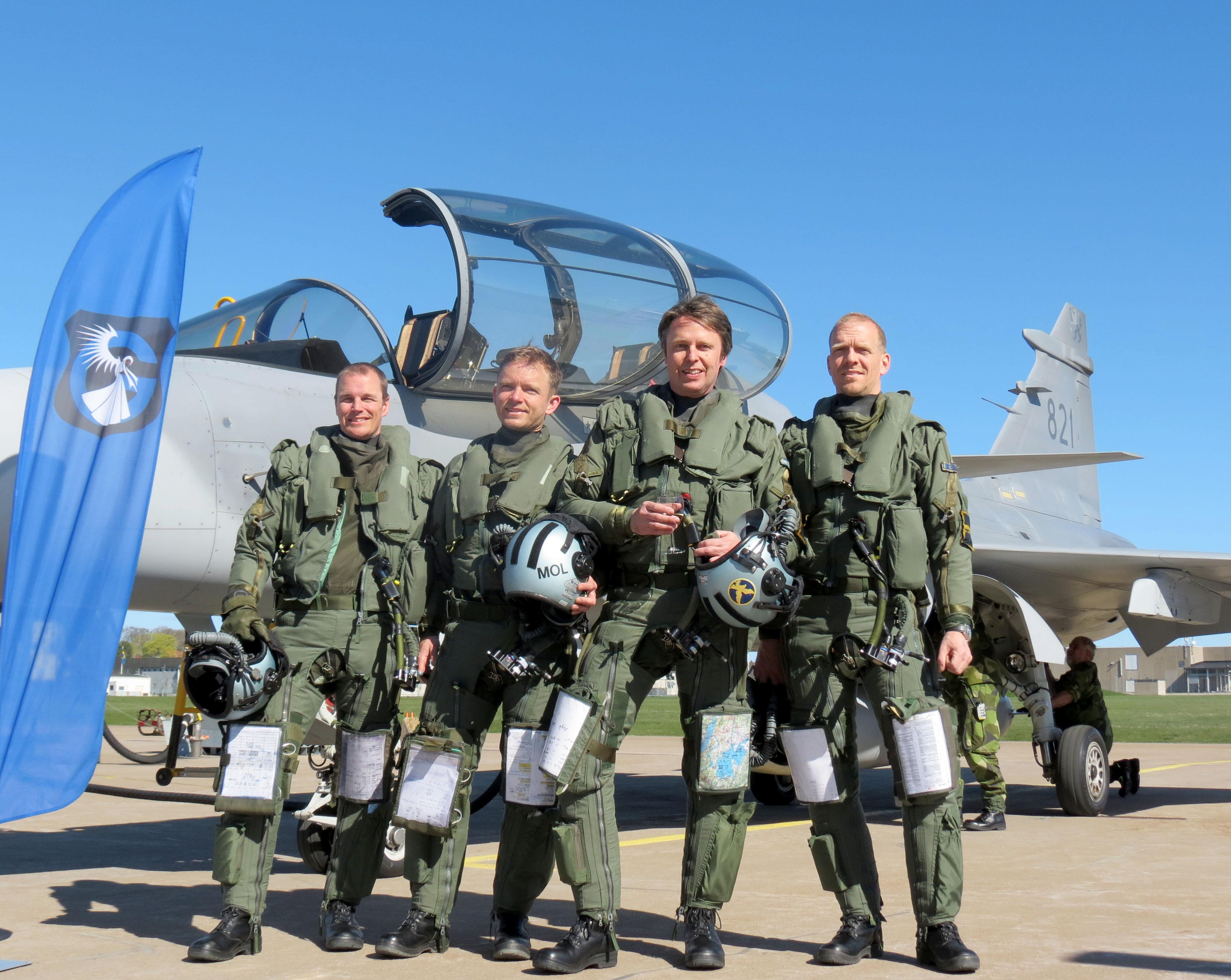 Förarna i gruppen som flög det sista passet. Fr v Patrik Svensson, Erik Molund, Micael Nilsson och Torbjörn Carlsson. (Foto: Göran Jacobsson)