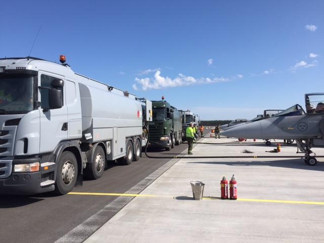 """FMLOG levererar bränsle på Kallaxbasen """"On time"""""""