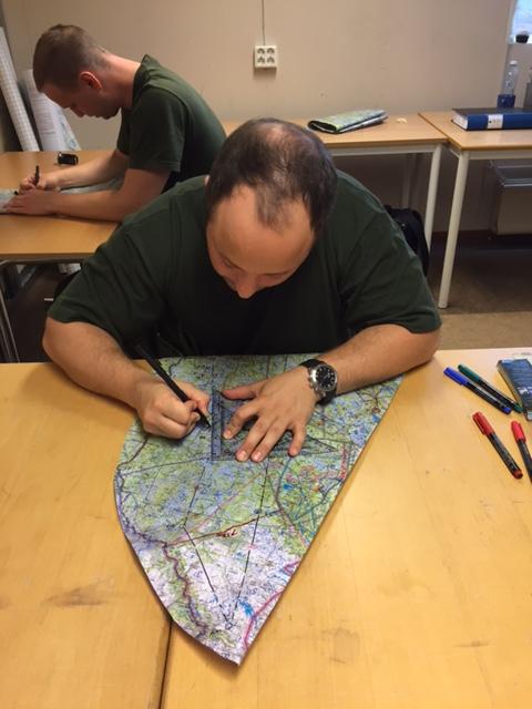 """Trots all teknik som finns i JAS 39 Gripen så är det fortfarande karta och """"Tummen i spåret"""" som gäller vid lågflygning"""
