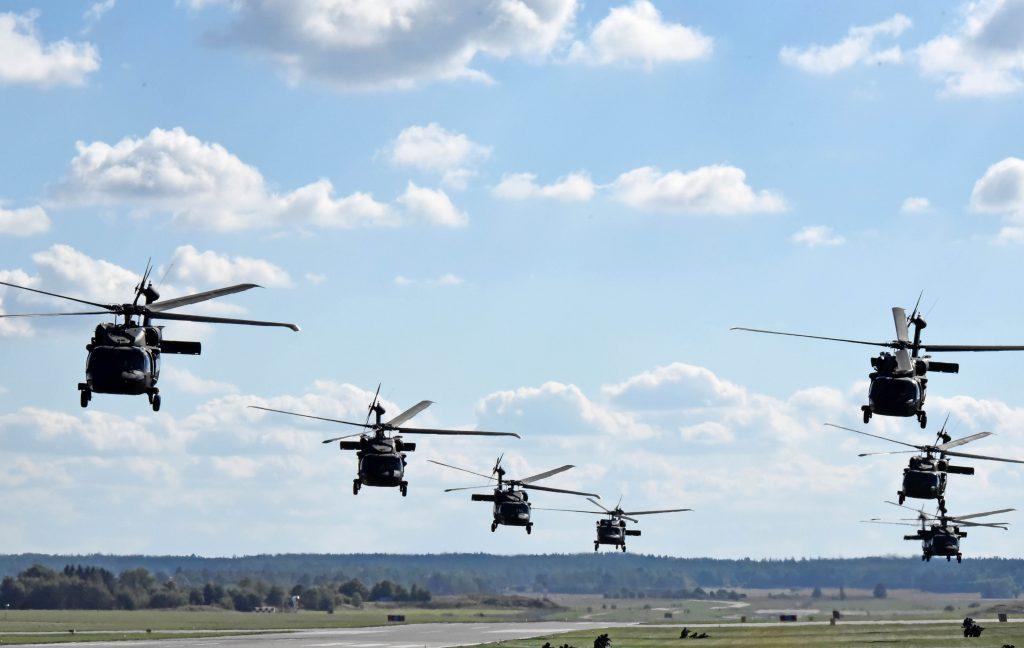 Åtta HKP 16 deltog i uppvisningsmomentet, men rekordet slogs nåra dagar innan då tolv av total femton HKP16  i Försvarsmakten flög i formation över Östergötland.