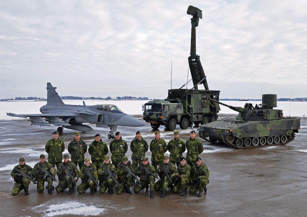 JAS 39 Gripen från F 7, UndE23 från Lv6 samt LVKV 90 från P 4. Foto: John Lidman/Försvarsmakten
