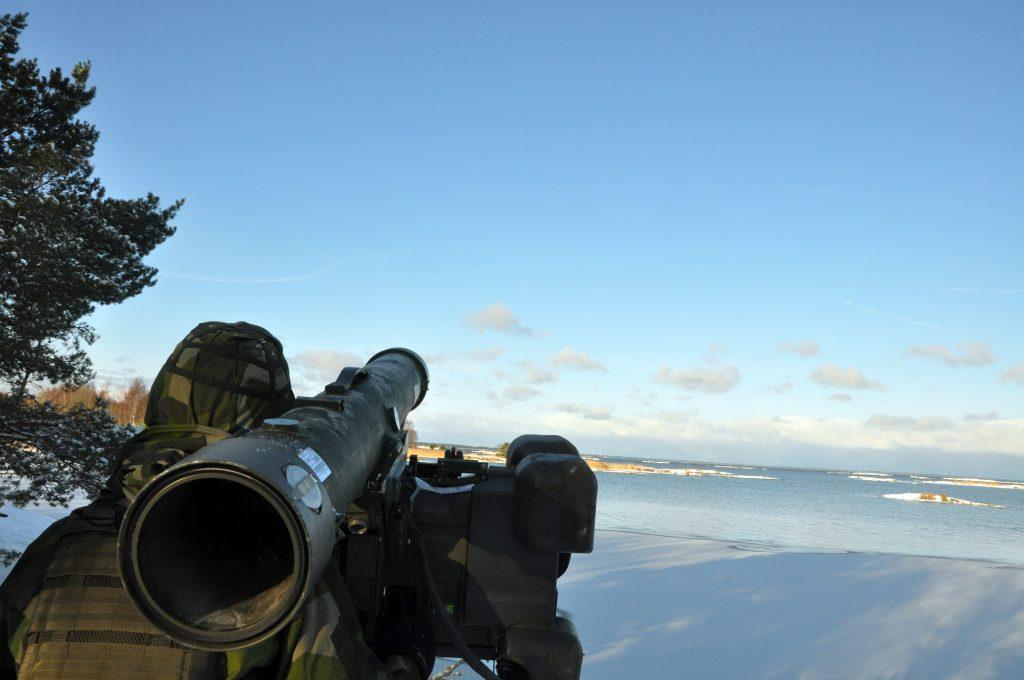 Robot70-skytt i väntan på fientligt flyg. Foto: Stefan Bratt/Försvarsmakten