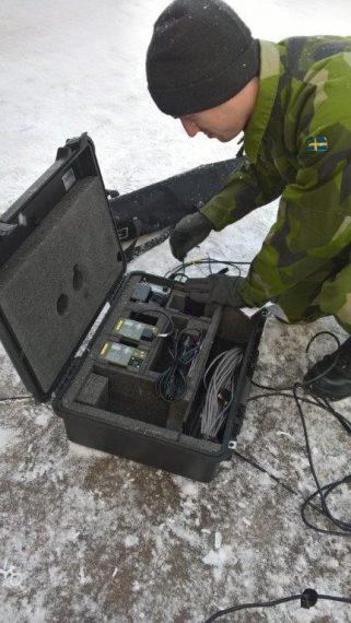 Uppförande av det portabla väderobservationssystemet.