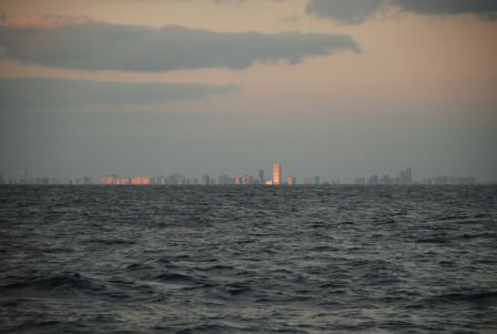 Miamis skyskrapor i soluppgångsljus.