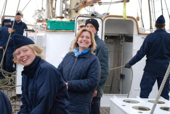 Elev Olsson och Eva Hafström halar i tampen