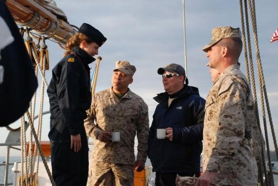 Fartygsläkaren talar med våra Wounded warriors