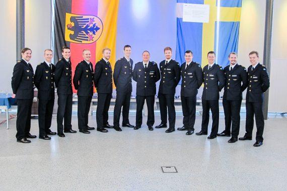 Kursen uppställd efter genomförd examen och tilldelning av tysk flygförarvinge