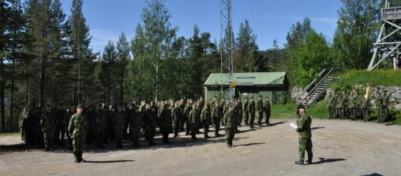 Chefen för Norrbottens regemente I 19 höll soldaterinran för de utryckande rekryterna ur årets GMU. Foto: Arméns jägarbataljon