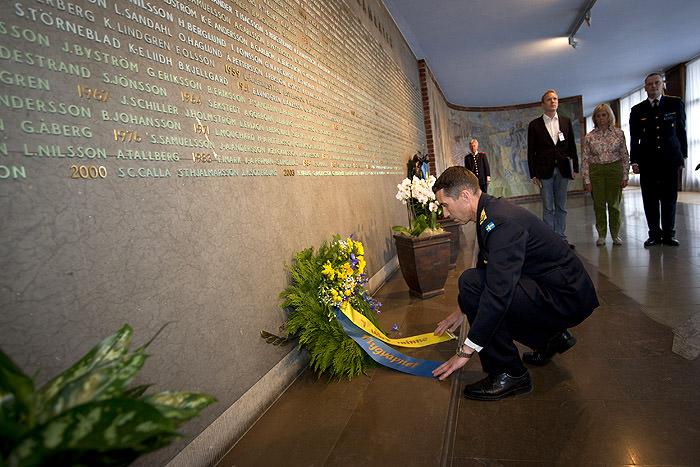 Ceremoni till minne av de stupade i flygvapnets minneshall.