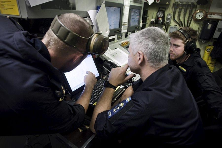 Maskincentral på korvett. Foto: Sergeant Anton Thorstensson Combat Camera