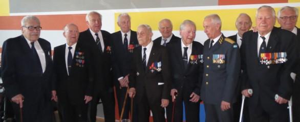Överbefälhavaren och Finlandsfrivilliga krigsveteraner. Foto:  CG Johanson.