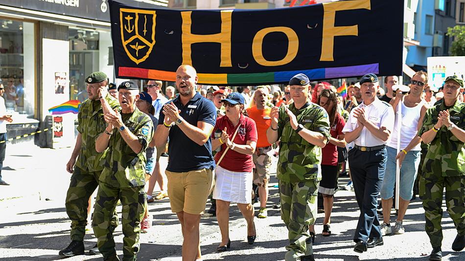 ÖB i Pride-paraden 2013.