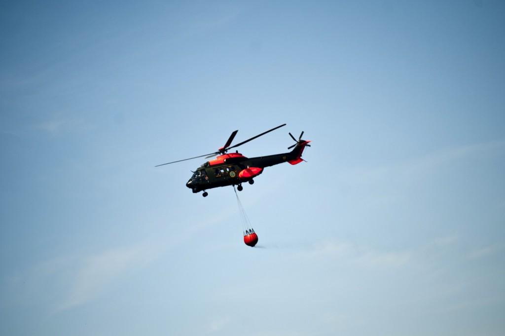 Helikopter 10 med brandtunna.